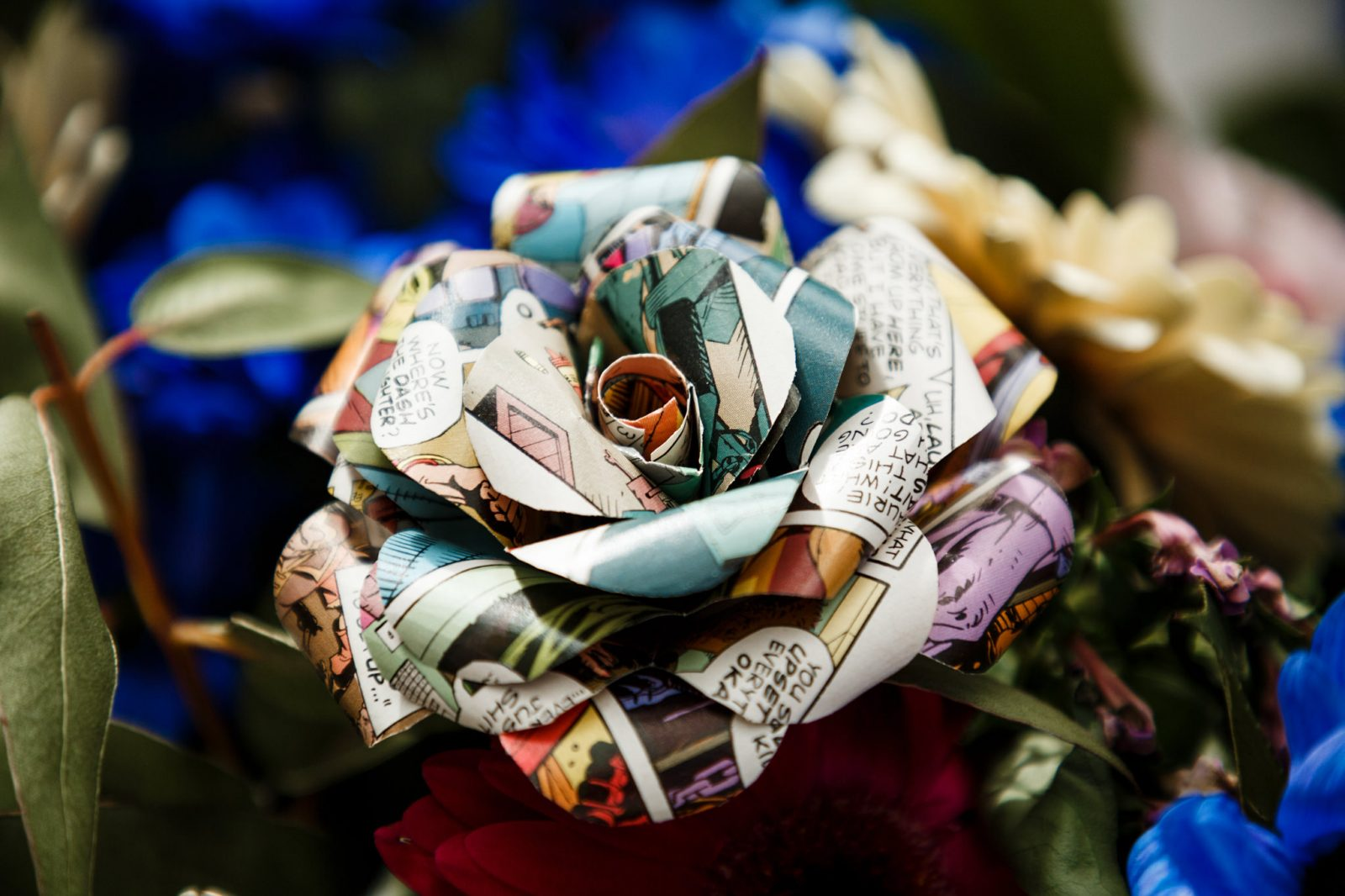 DIY-wedding-details-Paper-flowers-comic-book