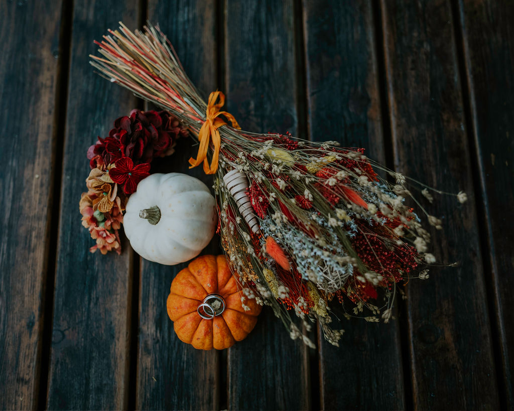 autumnal bride bouquet