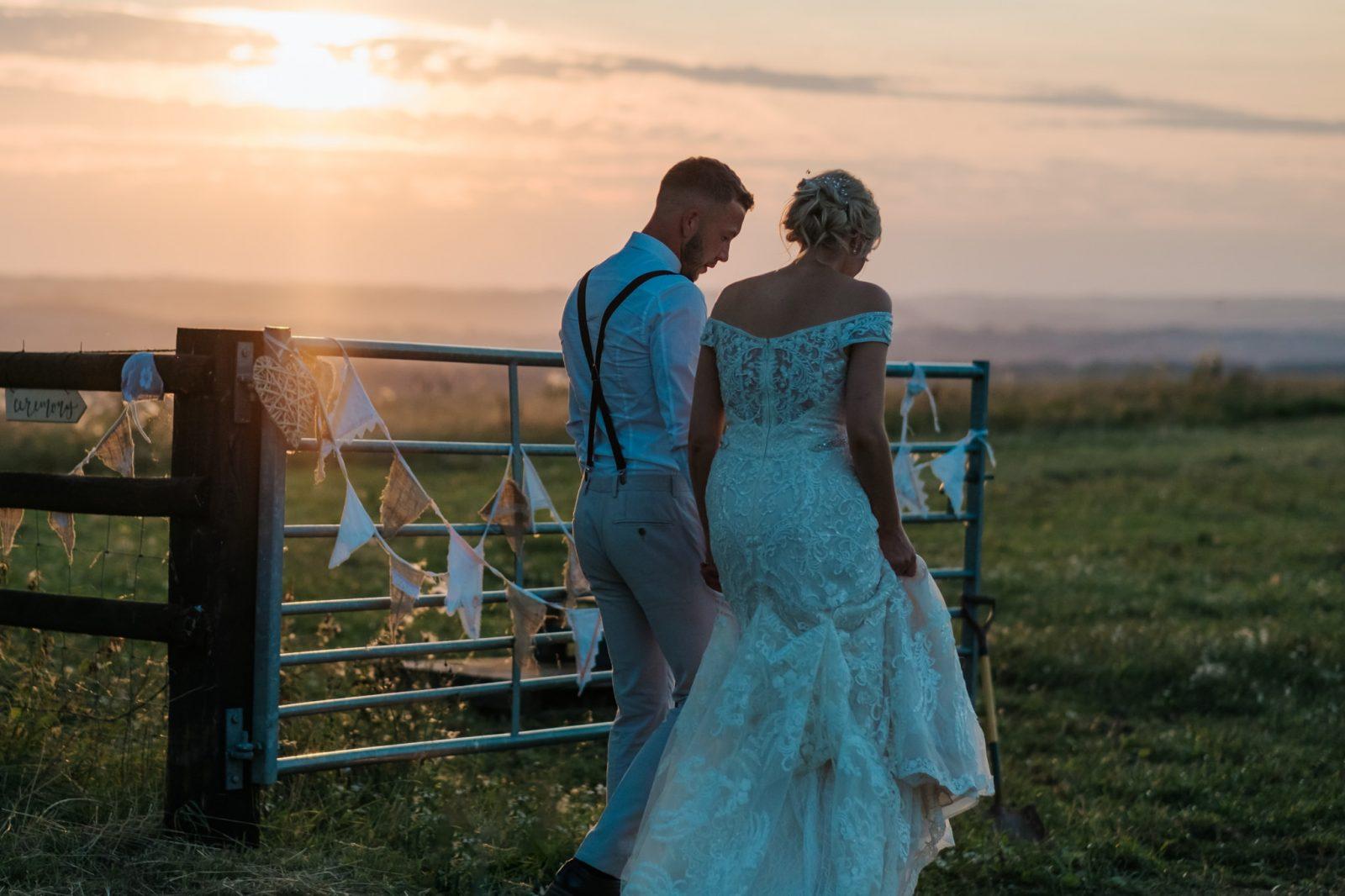 bride groom sunset field